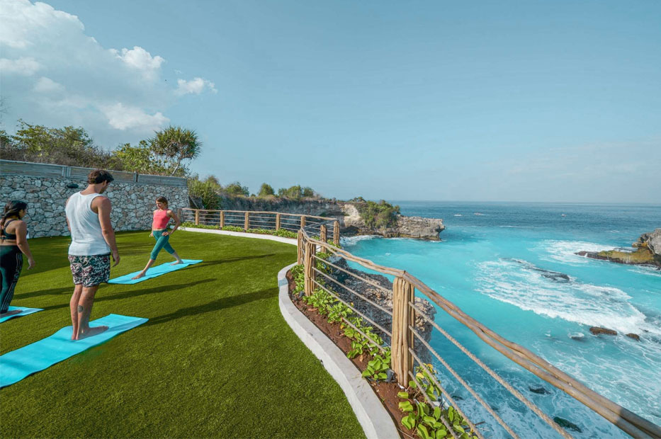 Yoga in avia villa ceningan-blue lagoon avia villa2